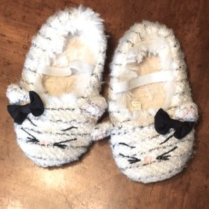 House slippers with cat details
